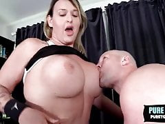 Giant Booty Tgirl Hannah XO